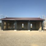 Die zukünftige Halle der Elektro Meier GmbH nimmt Gestalt an. Das Dach und die Seitenwände sind vorhanden. Die Halle befindet sich mittlerweile im Endausbau.